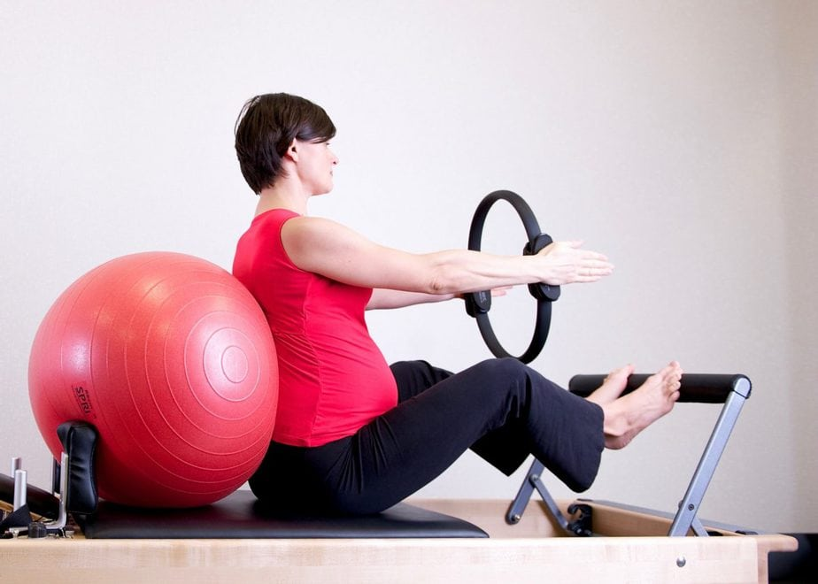 use exercise ball to alleviate pain in the ribs during pregnancy